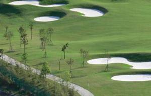 福建武夷山风景高尔夫练习场